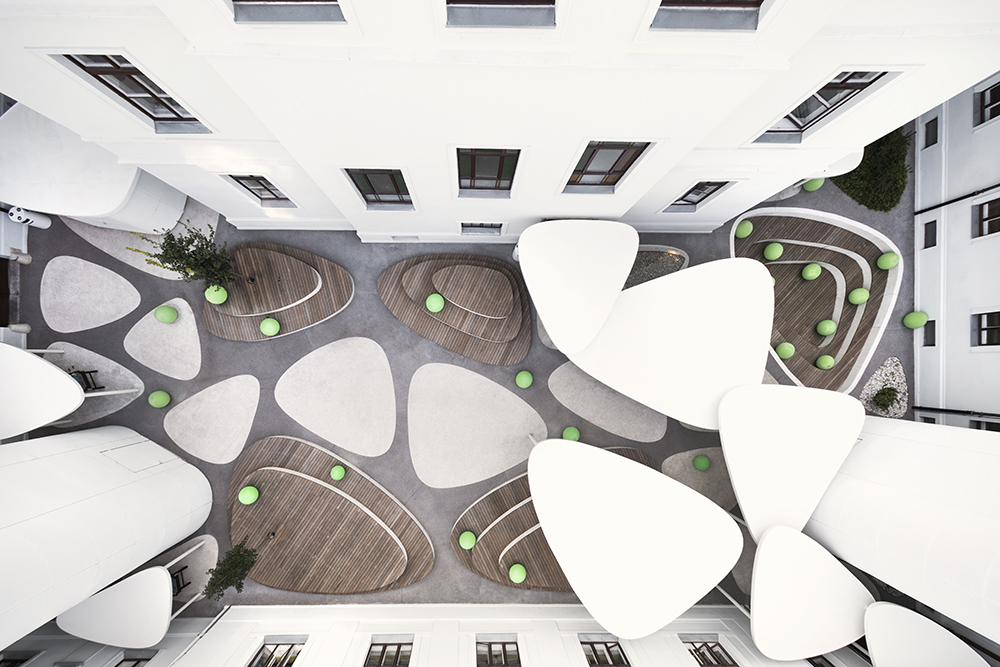 Pebble Atrium, Poljane Grammar School, 2017 Renovation of the exterior atrium based on the idea of a repetition of the form of oval triangles that look like pebbles Architecture: Svet vmes (Jure Hrovat, Ana Kosi, Ana Kreč, Ognen Arsov, Žiga Rošer in Nejc Florjanc, UL, BF)