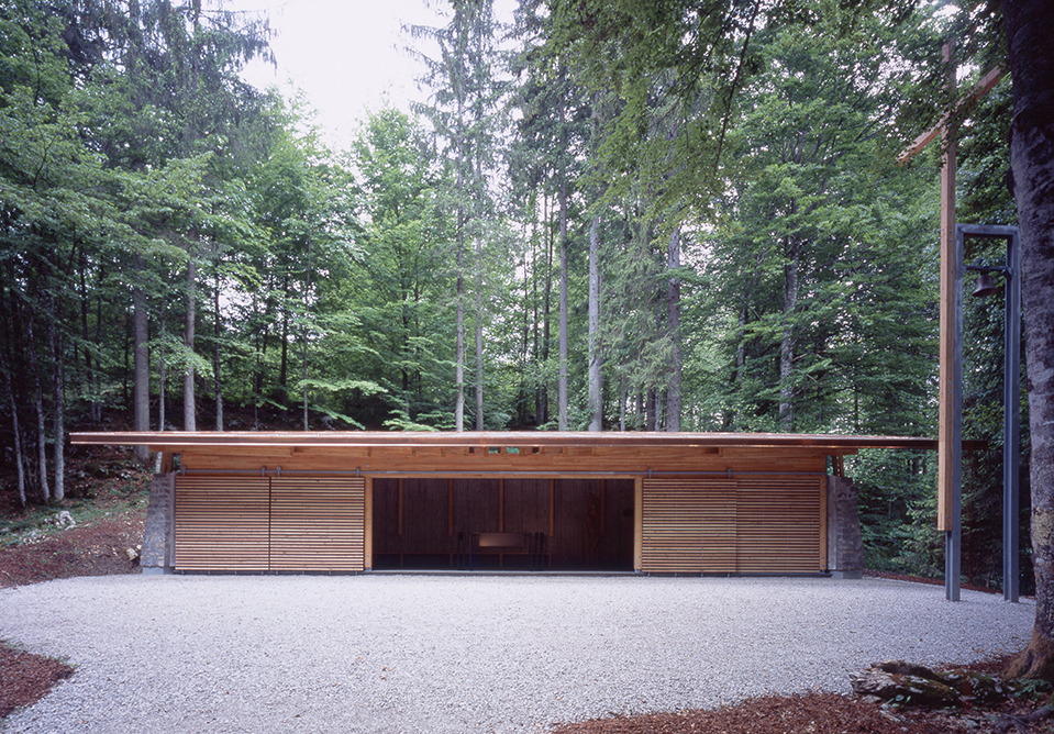 Memorial Chapel under Kren in Kočevski Rog, 2004, Janez Koželj, Polona Filipič, Martina Tomšič, Uniarh Ljubljana Photo: Miran Kambič