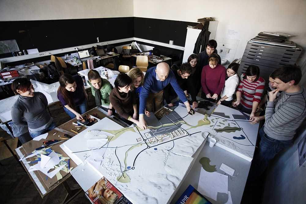 Peter Gabrijelčič with students at Faculty of Architecture in Ljubljana, 2015 Photo: Mojca Gregorski