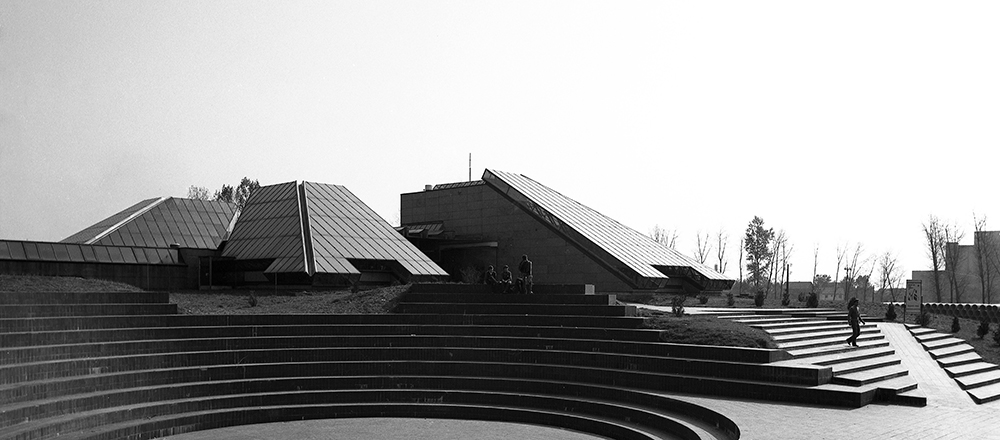 Cultural Centre in Šamac, first prize at a Yugoslav competition and execution, 1973–1980. Author: Marko Mušič