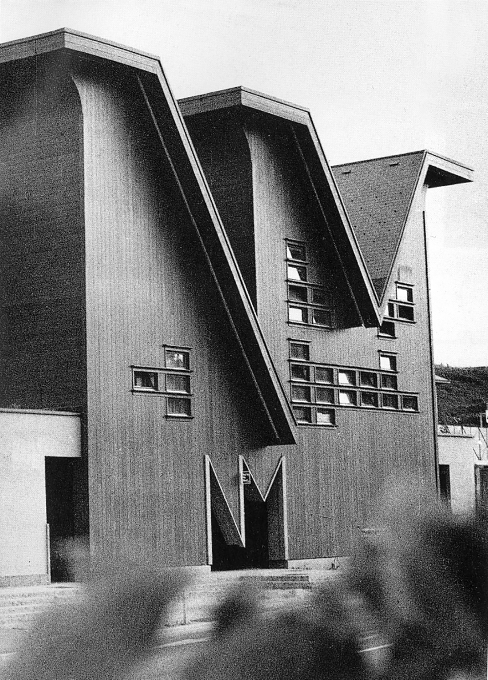 Bus Station, Novo mesto, first prize at a competition and execution, 1989–1992. Author: Marko Mušič